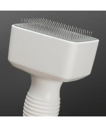 Aparat do mikronakłuwania skóry jest wyprodukowany w kolorze białym