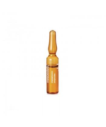 Naturalna ampułka o właściwościach naprawiających z melatoniną marki Mesoestetic do wieczornej aplikacji na skórę