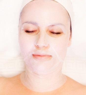Maska w płacie skutecznie spłyca zmarszczki, ujędrnia skórę i chroni przed nadmierną utratą wody