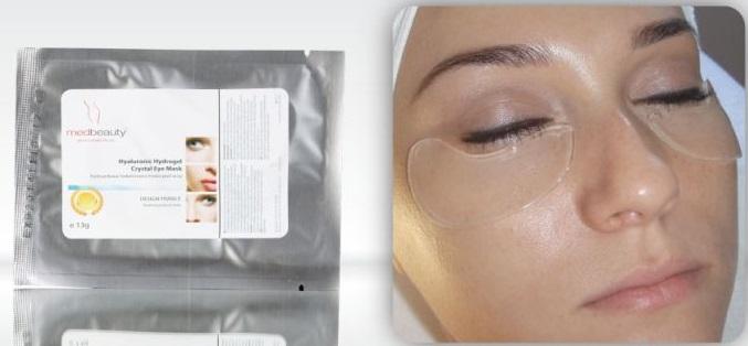 Hialuronowy płat hydrożelowy głęboko przenika do skóry, w celu wygładzenia zmarszczek i zmniejszenia obrzęków okolicy oczu