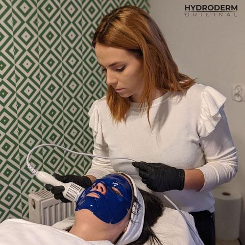Profesjonalny zabieg wodorowego oczyszczania skóry kompleksowo dba o jej stan łącząc wiele efektów zabiegowych
