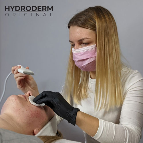 Głowica ultradźwiękowa wykorzystuje technologię mezoterapii bezigłowej do penetracji preparatów aktywnych w głąb skóry