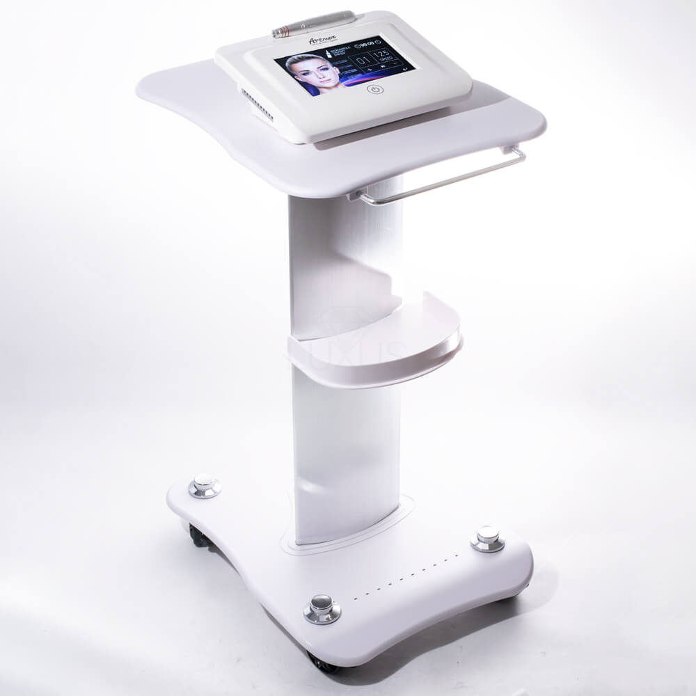 Kombajn kosmetyczny doskonale przeprowadza zabieg mezoterapii mikroigłowej