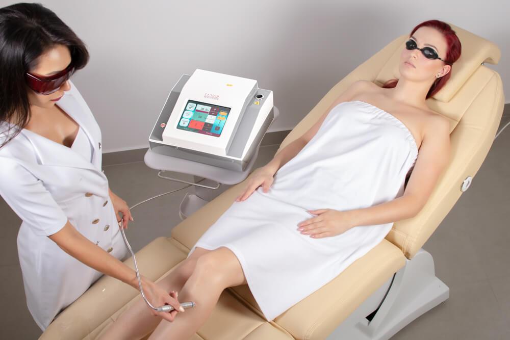 Wiązka laserowa przenika głęboko w strukturę skóry właściwej