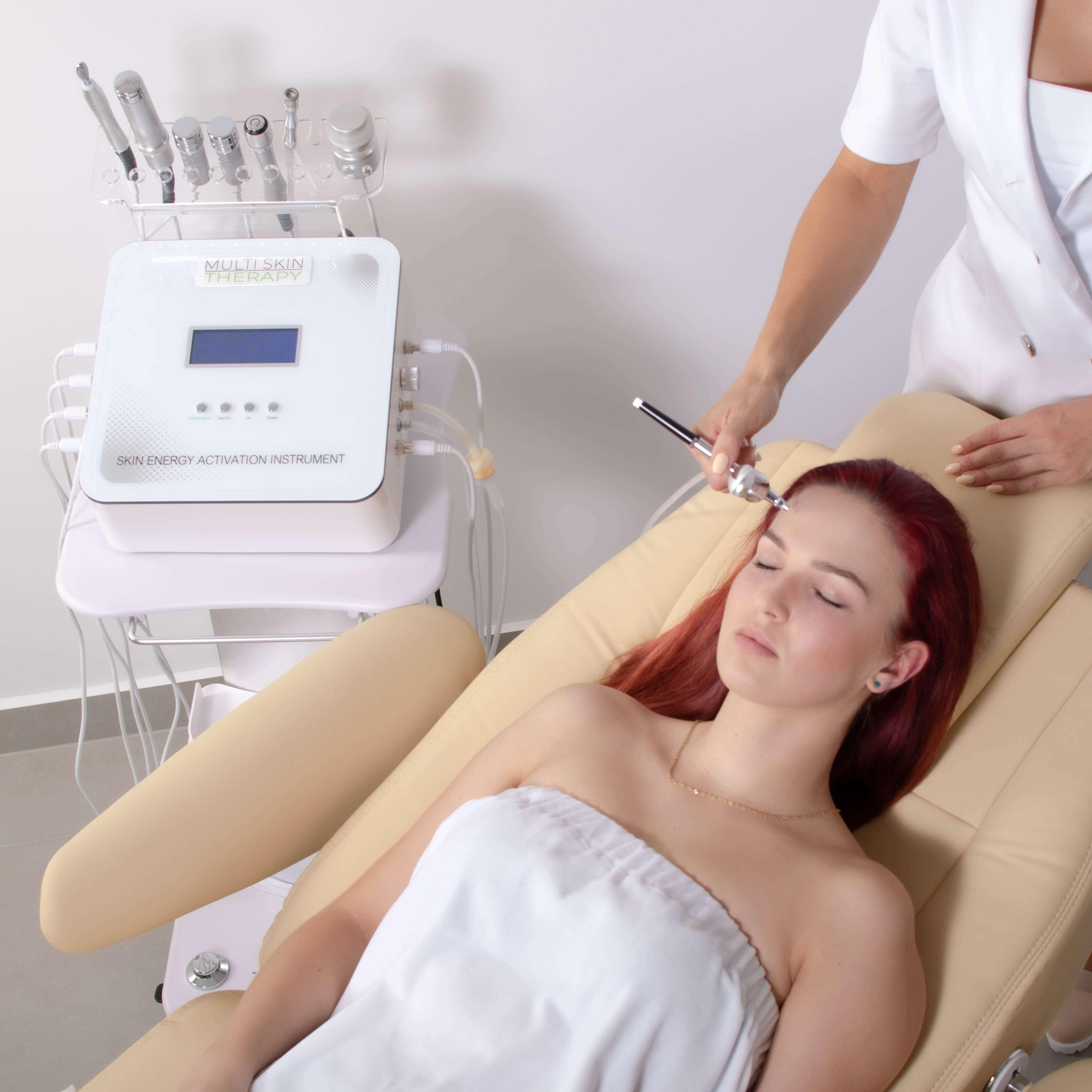 Urządzenie zapewnia zabieg galwanizacji, mezoterapii bezigłowej, radiofrekwencji, mikrodermabrazji, infuzji tlenowej i kriostymulacji