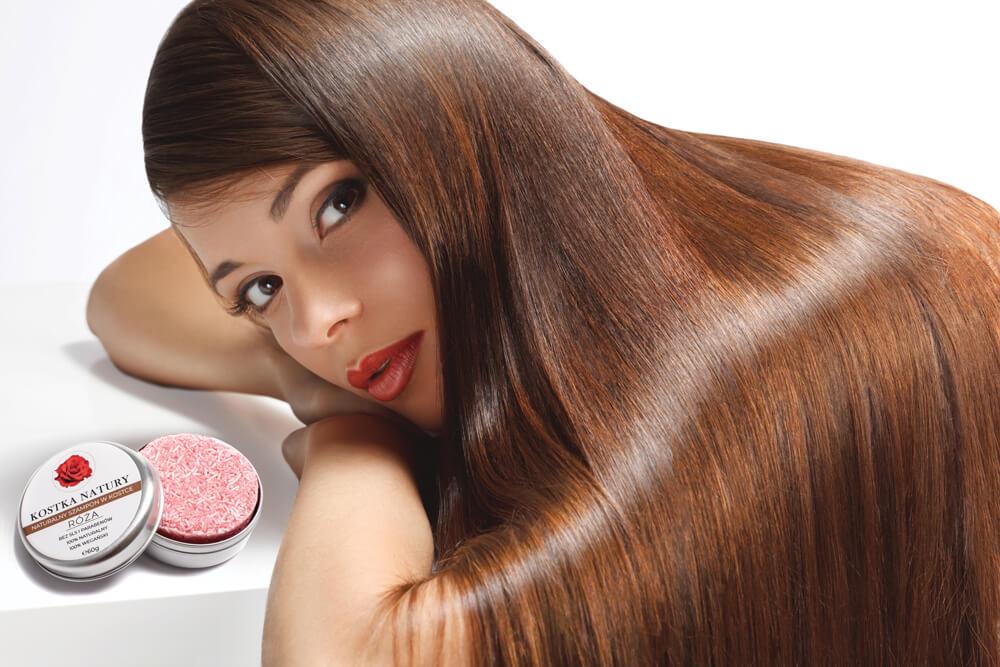 Szampon doskonale redukuje rozdwajanie końcówek i zapobiega puszeniu się włosów