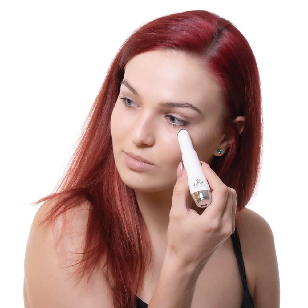 Skin Booster to małej wielkości urządzenie ultradźwiękowe do twarzy