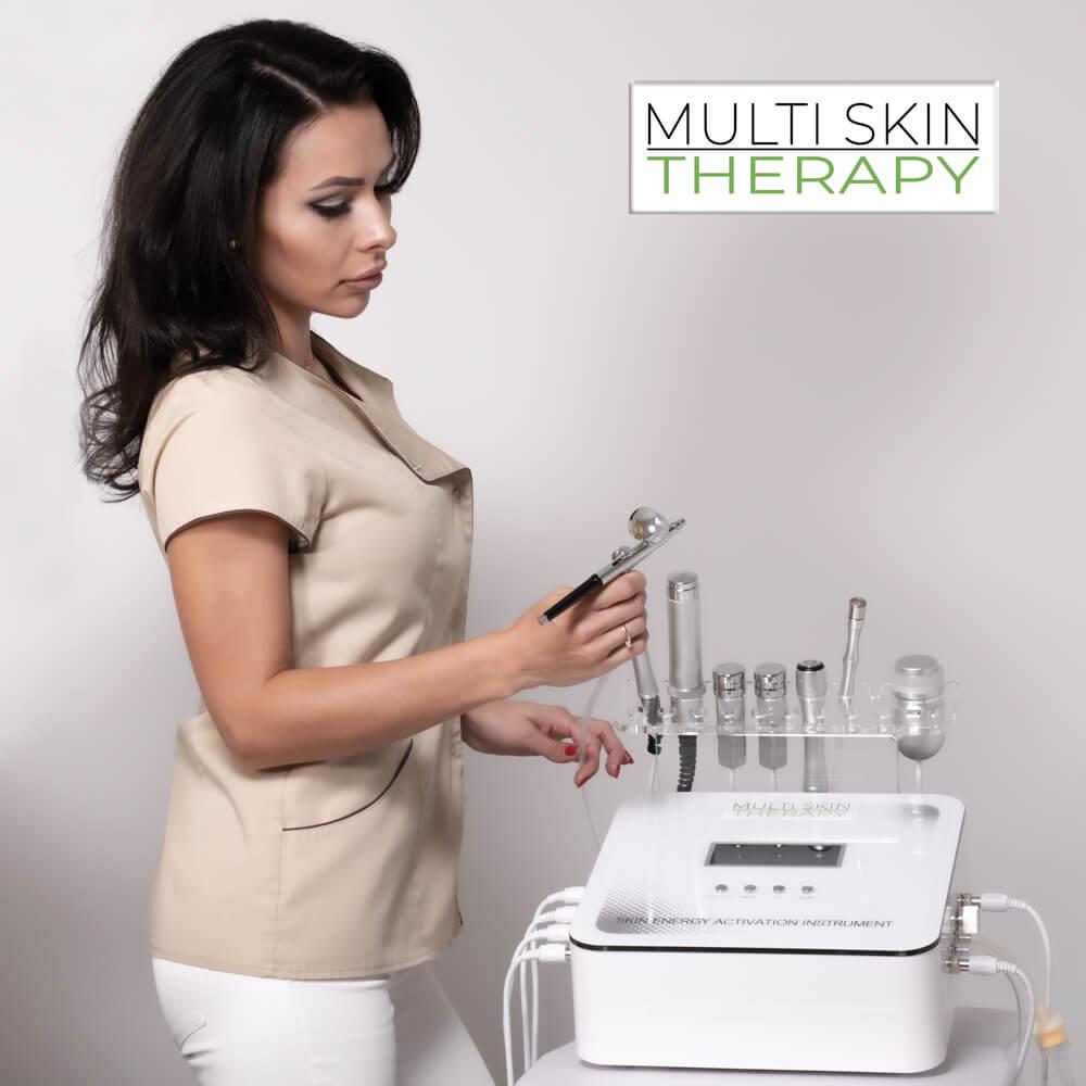 Urządzenie zapewnia kuracje przeciwutleniającą i przeciwrodnikową, która stymuluje wzrost mocniejszych włosów