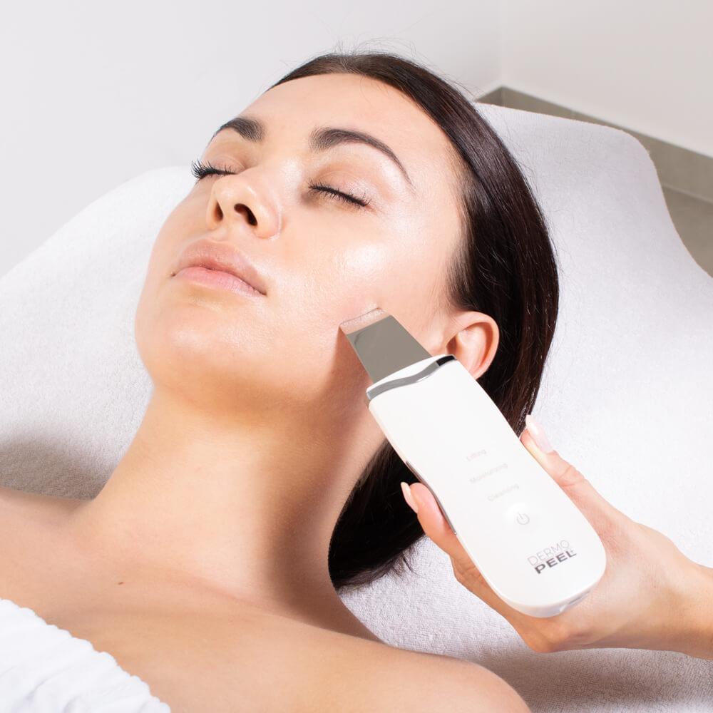 Peeling kawitacyjny usuwa substancje toksyczne oraz pozostałości po kosmetykach