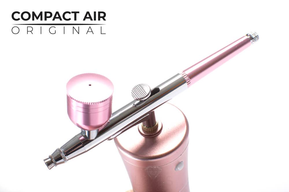 Compact Air wygładza skórę i wyrównuje koloryt za pomocą infuzji tlenowej