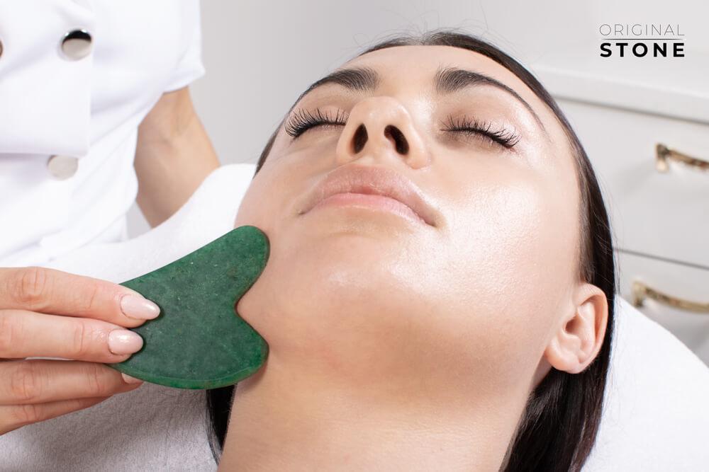 Dwustronny wałek do masażu wykonany z jadeitu