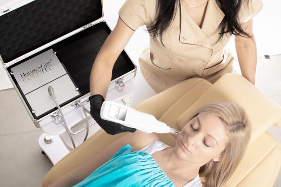W urządzeniu do mezoterapii bezigłowej istnieje możliwość dopasowania terapii względem potrzeb zabiegowych