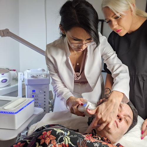 Żychlin używanie wysokoskoncentrowanej wiązki ultradźwiękowej do bezinwazyjnego liftingu twarzy