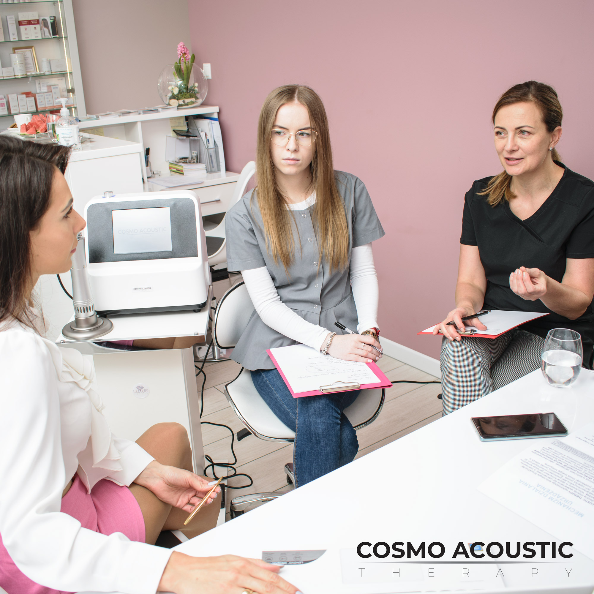 Szkolenie z obsługi kombajnu jest zawarte w cenie produktu Cosmo Acoustic Therapy