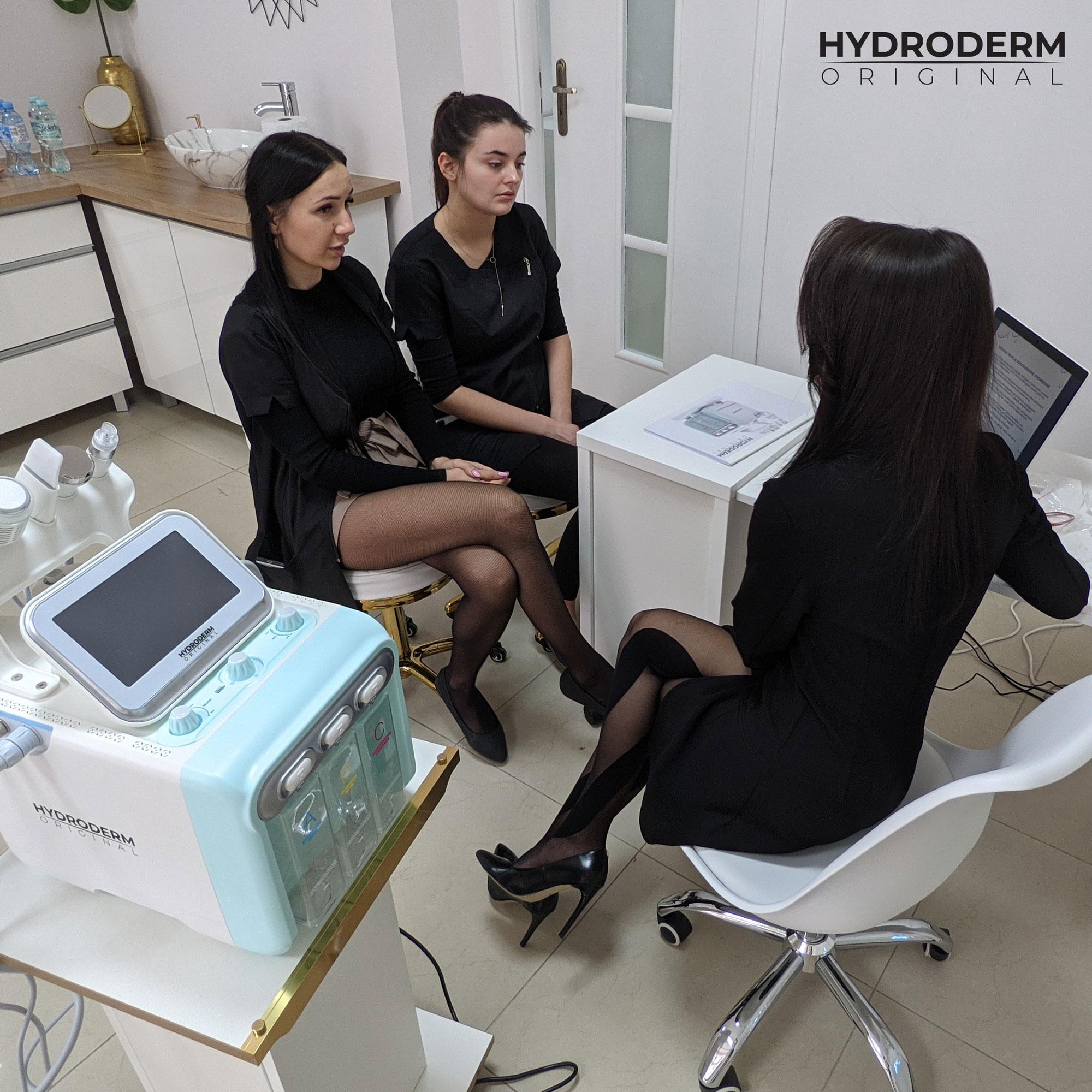 Zabieg wodorowego oczyszczania twarzy to bezinwazyjny odpowiednik zabiegu mezoterapii