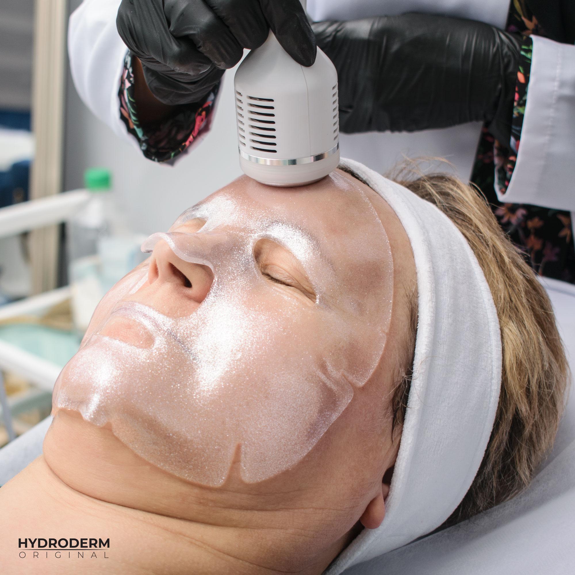 Podczas masażu głowicą Cold za pomocą maseczki hydrożelowej zwiększamy komfort pacjenta
