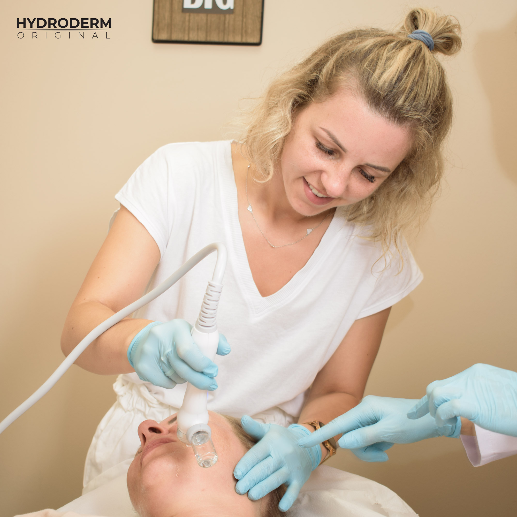 Przy użyciu głowicy Oxygen Spray następuje dogłębne dotlenienie komórek skóry