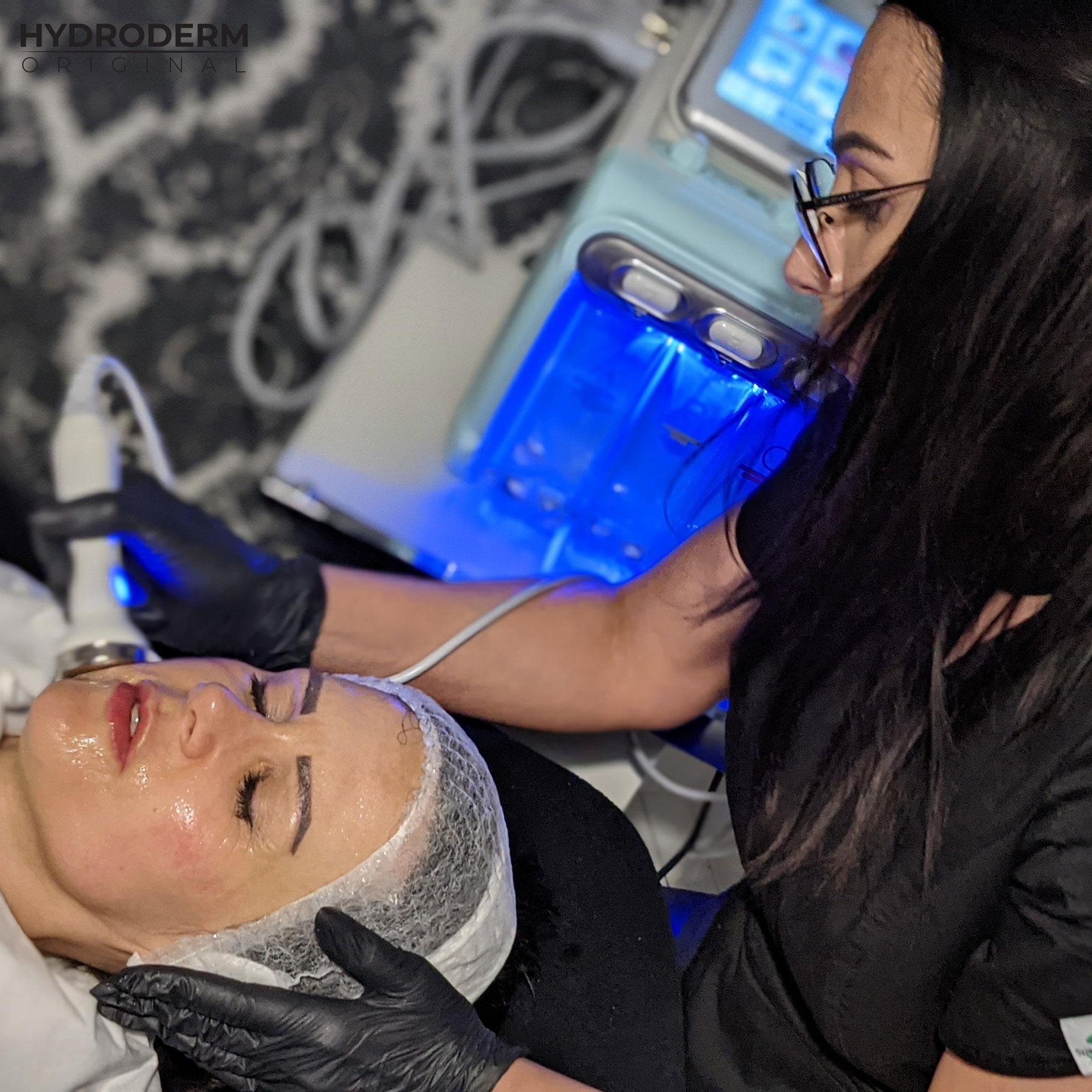 Krioterapia ma za zadanie zamknąć składniki aktywne zawarte w kosmetykach oraz ukoić podrażnioną skórę