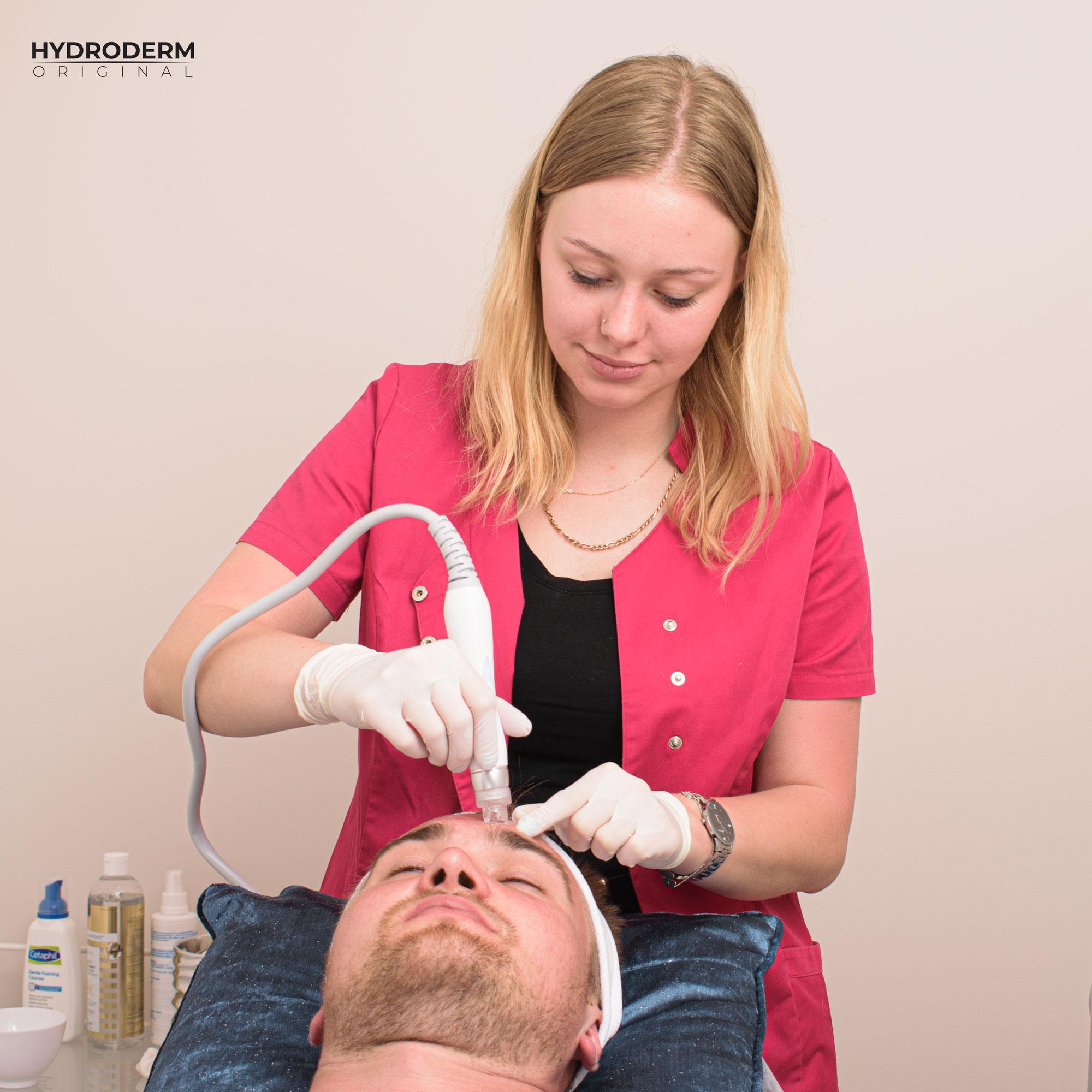 Szkolenia prowadzimy dla profesjonalnych i początkujących kosmetyczek i kosmetologów