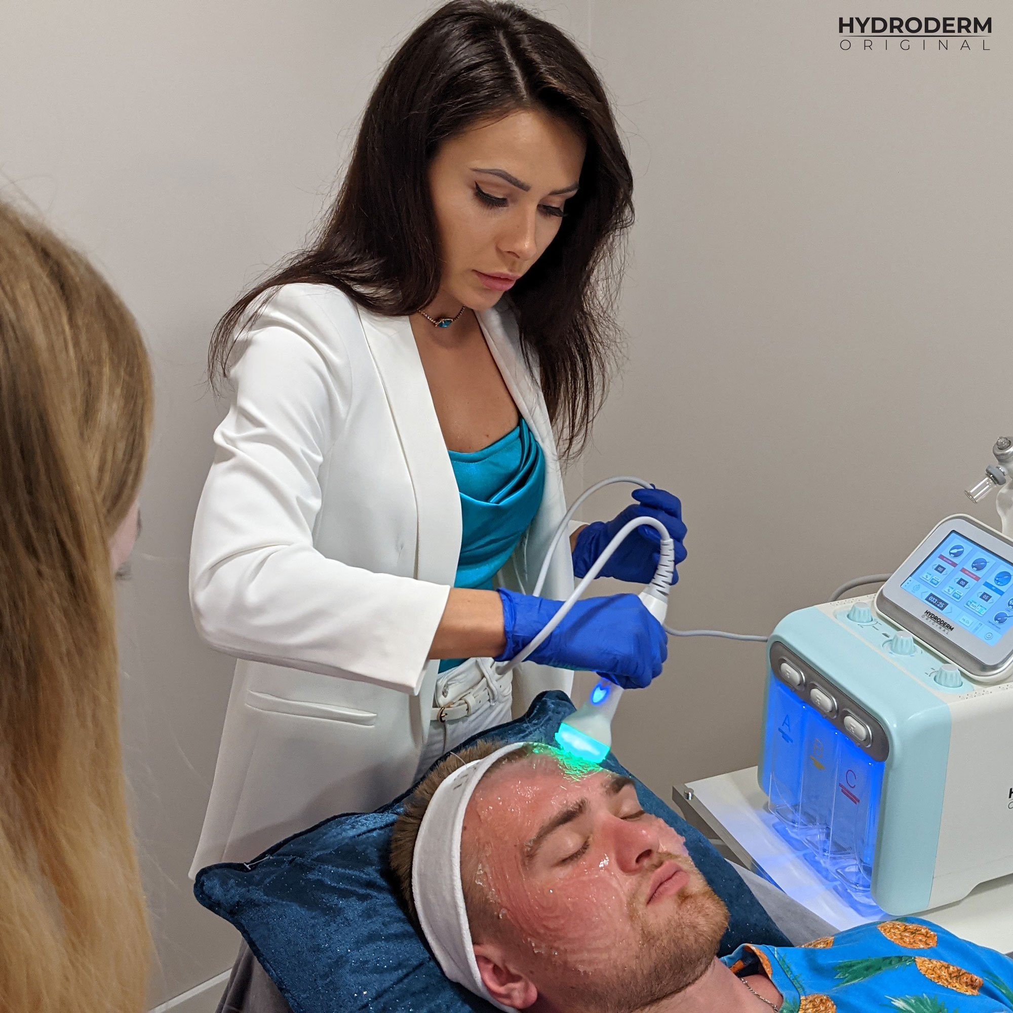 Nasze szkolenie pokaże Ci jak prawidłowo uzyskać efekt napięcia i liftingu skóry za pomocą zjawiska diaterapii w tkankach
