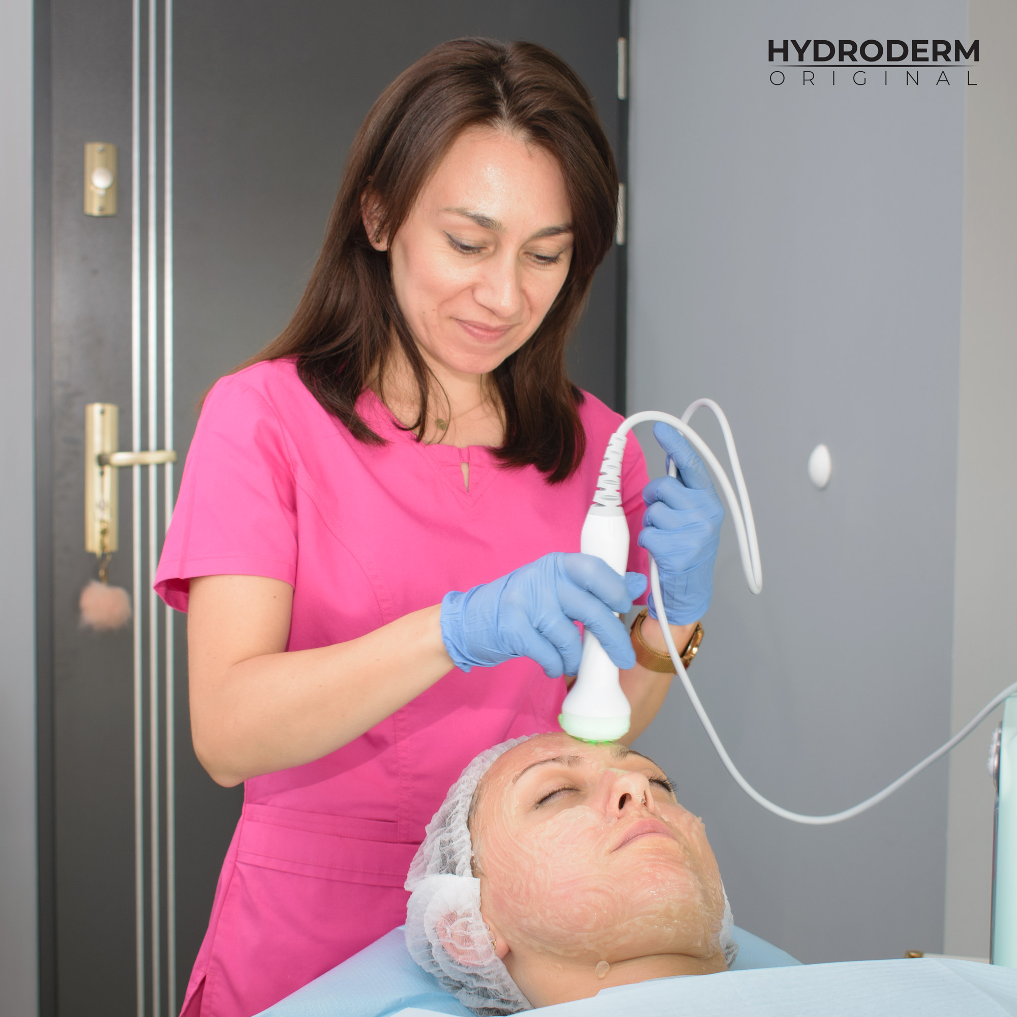 Terapeutyczne zielone światło potęguje efekty terapii aparatu Hydroderm 9w1 Original