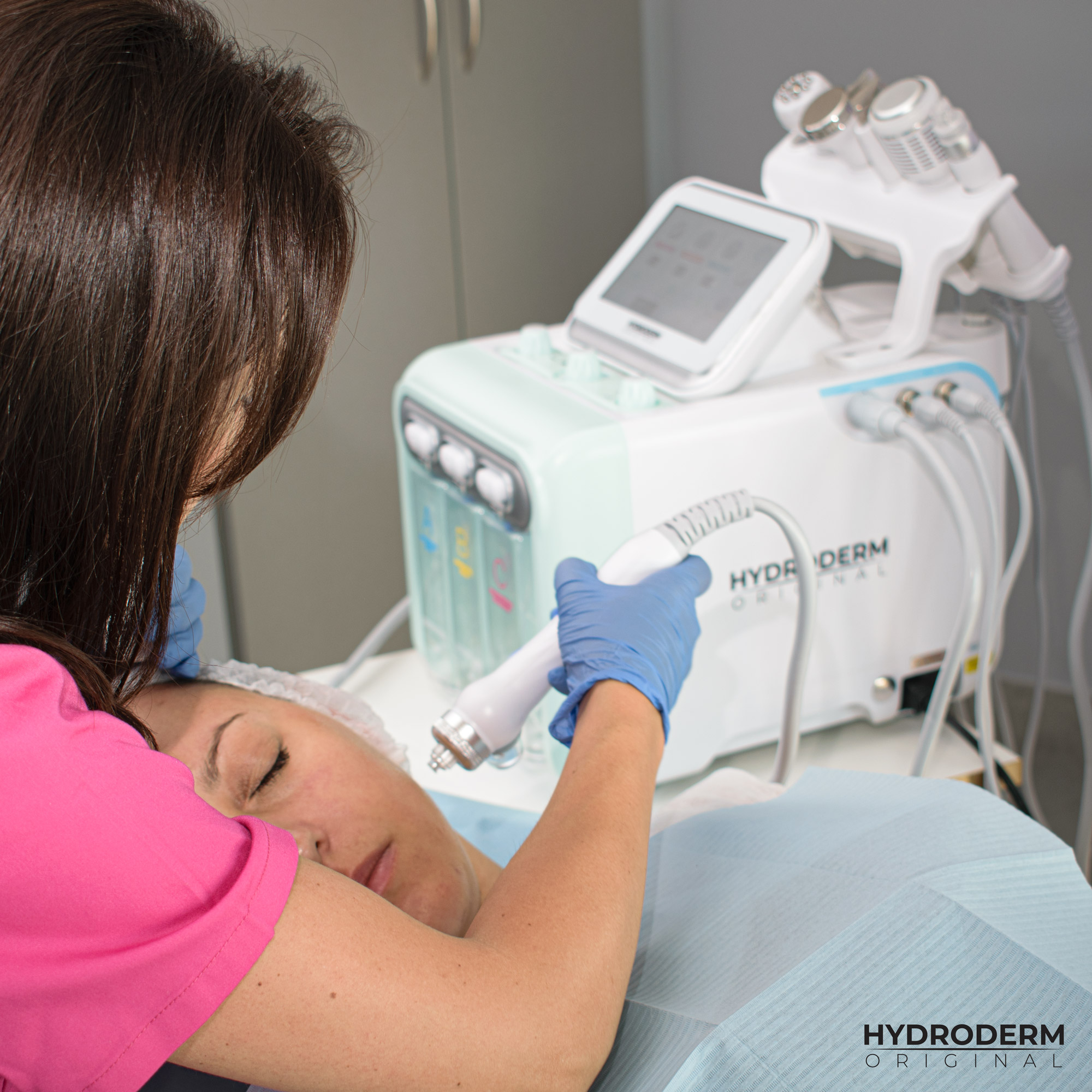 Do wieloetapowego oczyszczania wodorowego można użyć ampułkę nawilżającą, regenerującą lub odmładzającą