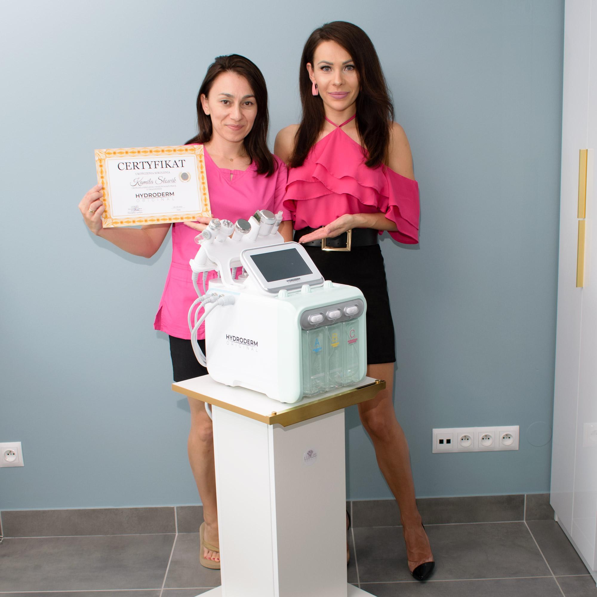 Zobacz jak wygląda szczęśliwa klientka kursu z nabytą umiejętnością oczyszczania wodorowego