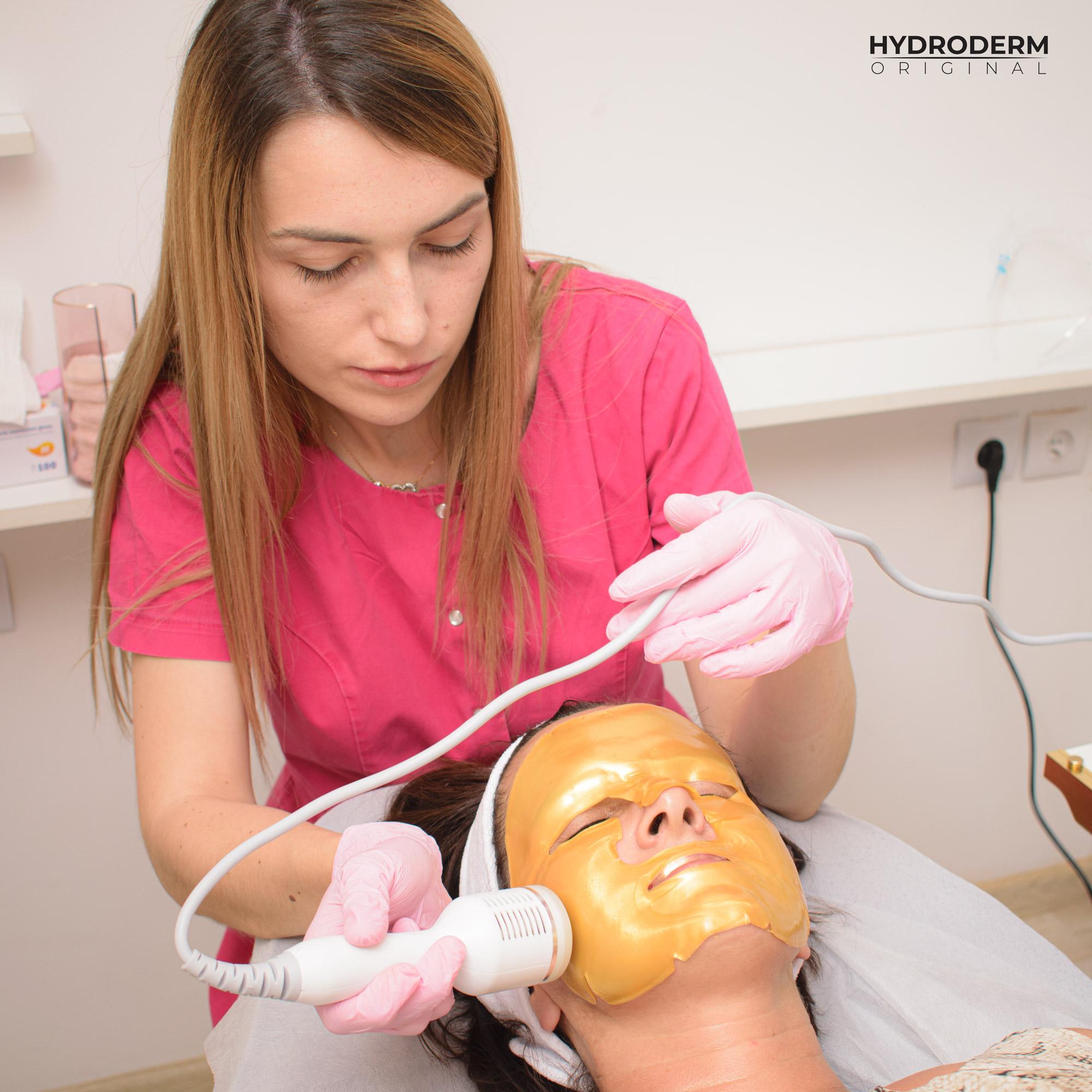 Głowica Cold umożliwia wykonać kojący masaż na twarzy