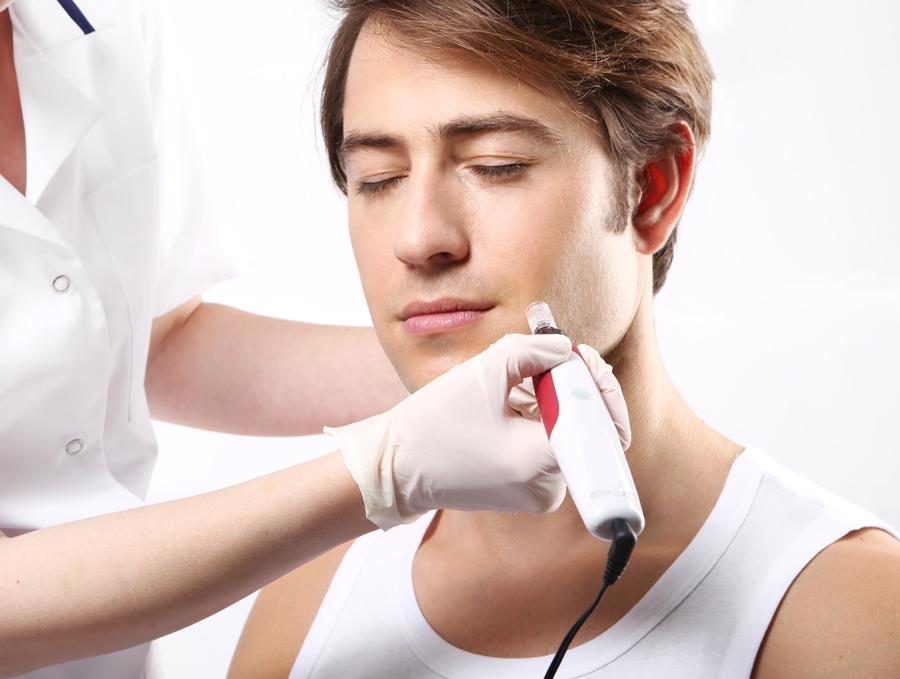 Terapia przeciw wypadaniu włosów skutecznie wzmacnia i pobudza cebulki włosów