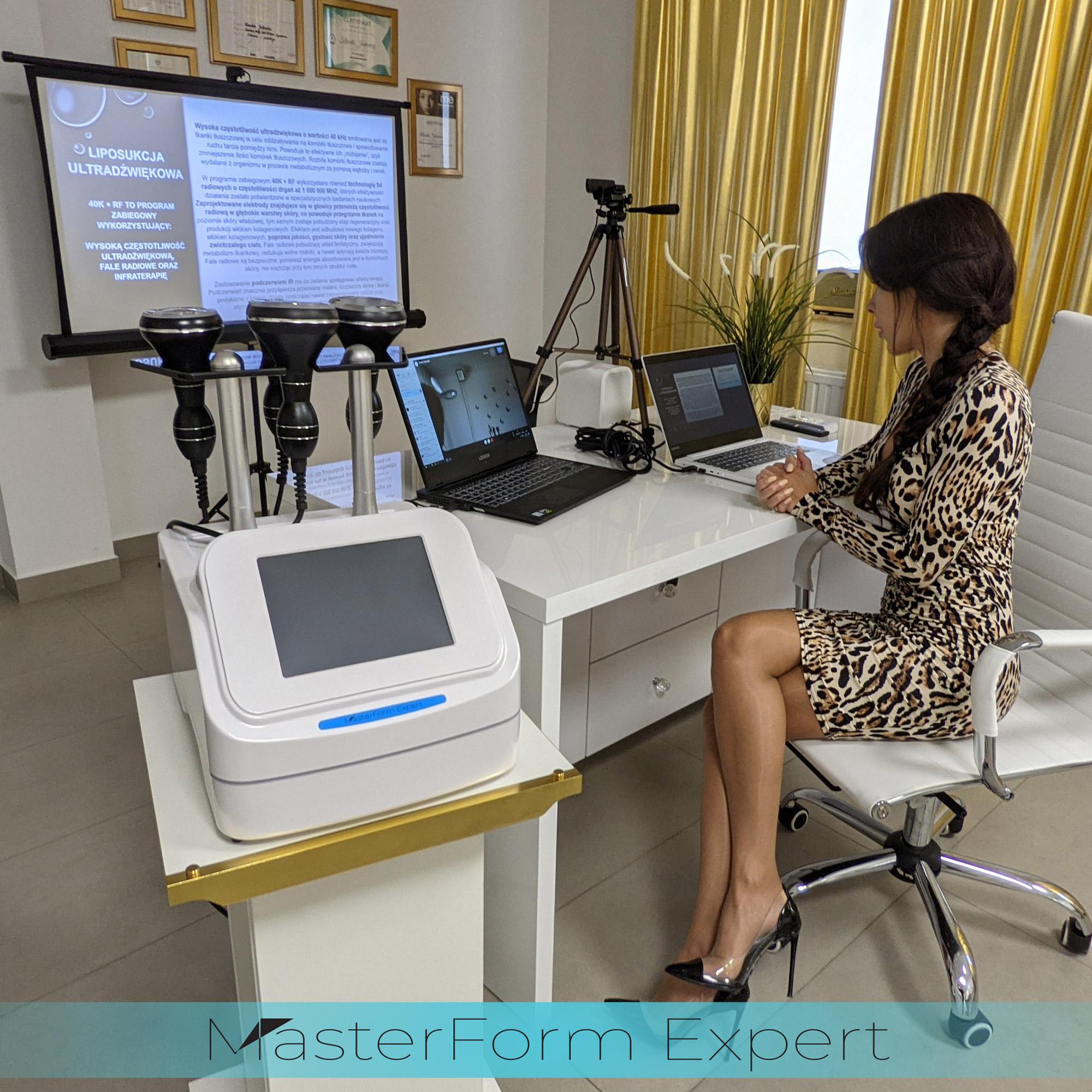 Za pomocą metody on-line można przeprowadzić szkolenie w każdym miejscu w Polsce lub za granicą