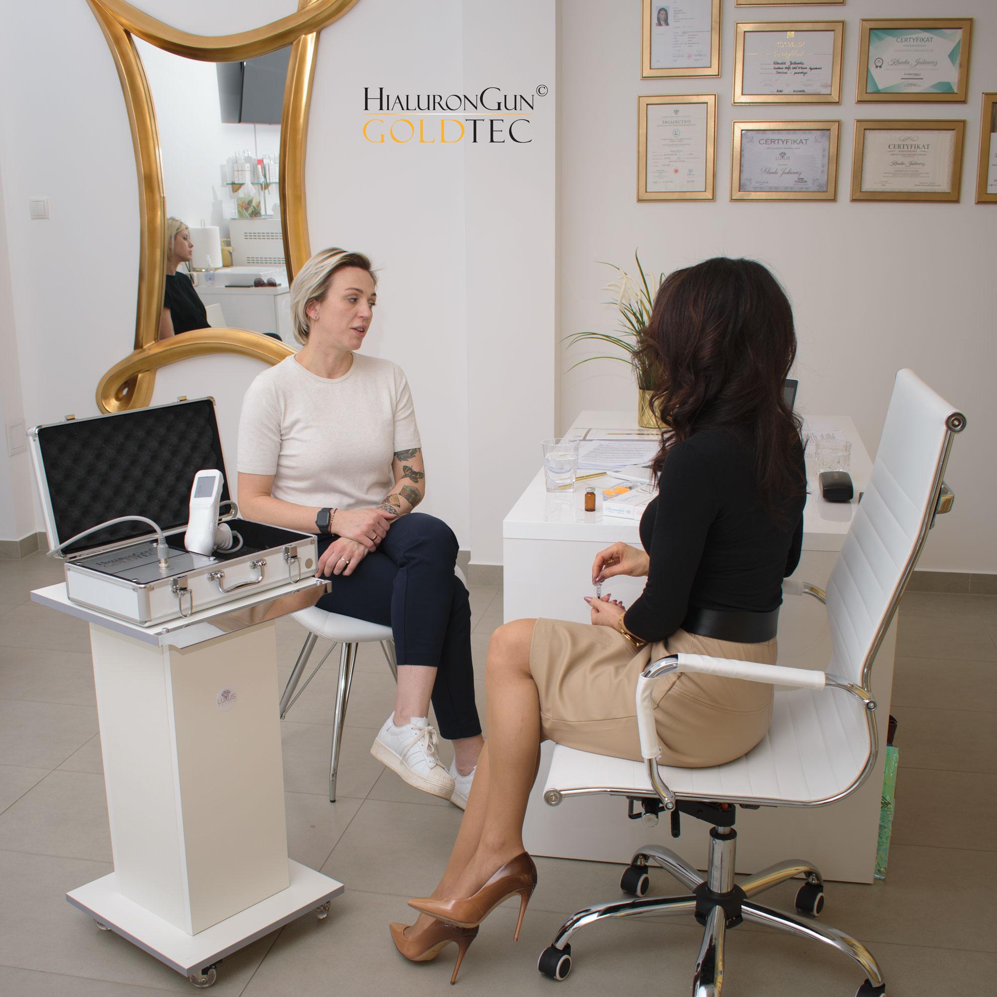 Kosmetolog zespołu Luxus Natury odpowie na każde trudne pytanie związane z wypełnianiem kwasem hialuronowym