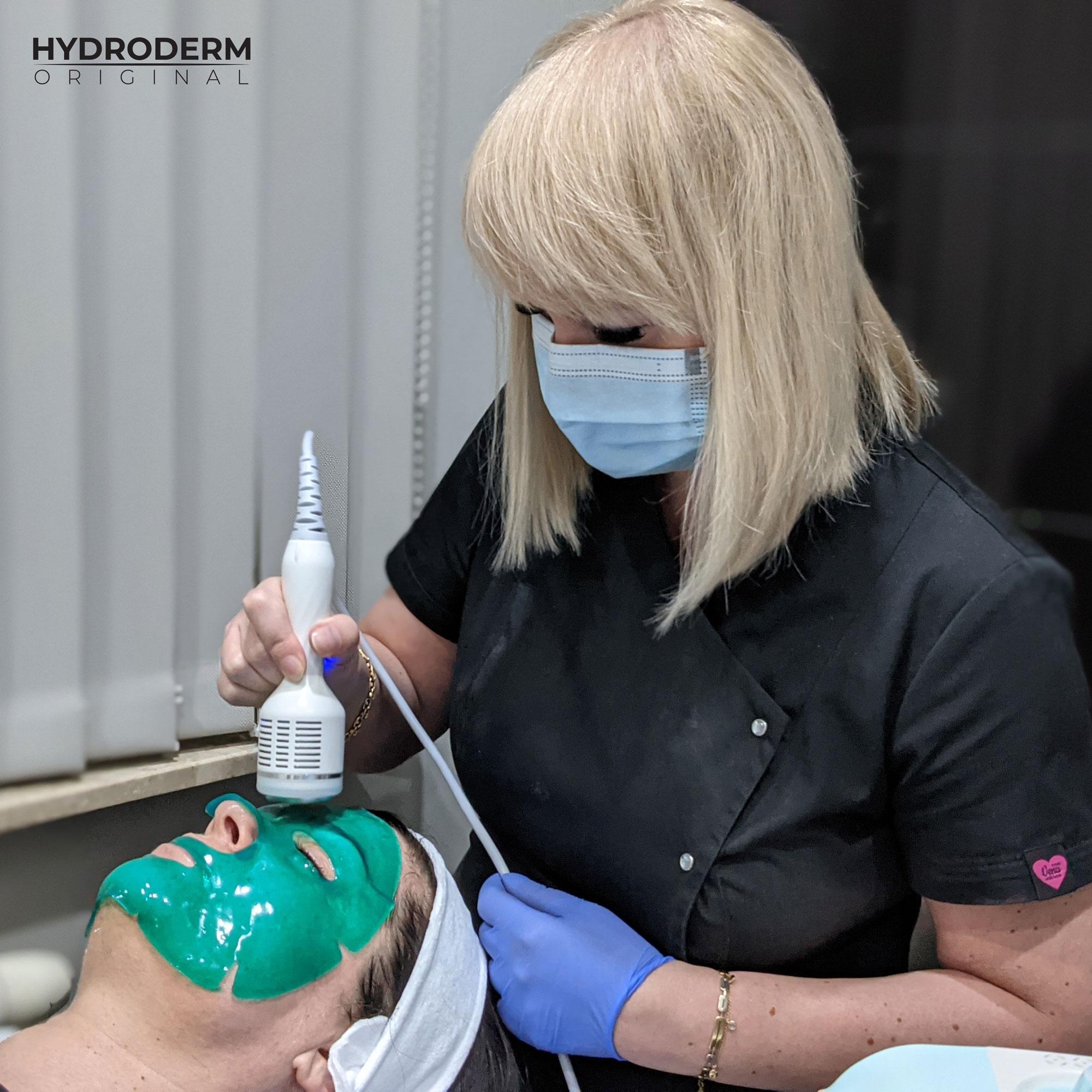 Kuracja oczyszczania wodorowego kończy się masażem z wykorzystaniem głowicy typu Cold