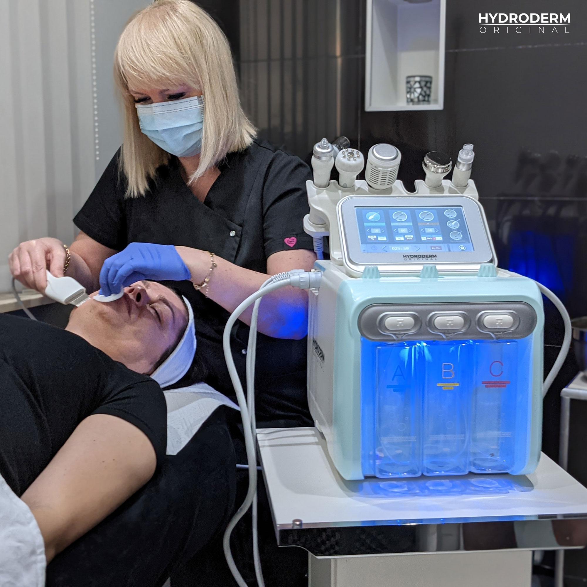 Mezoterapia bezigłowa jest wykorzystana w urządzeniu, aby wzmocnić efektywność penetracji substancji aktywnych