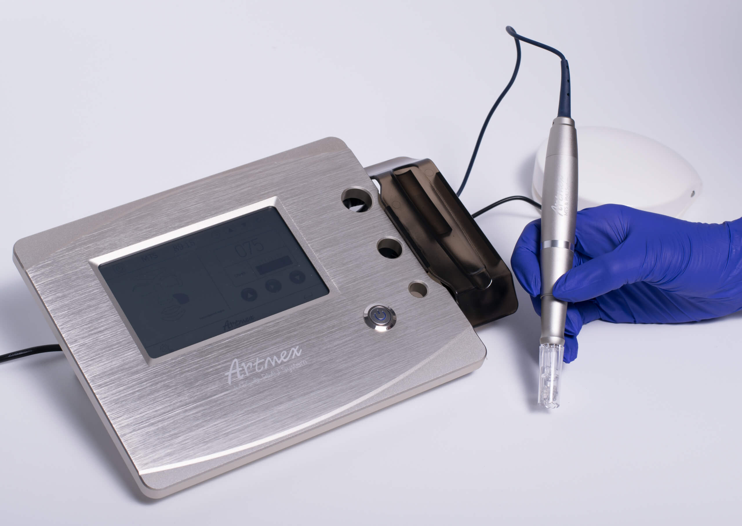 Specjalne kartridże wprowadzają składniki aktywne w głębsze warstwy skóry
