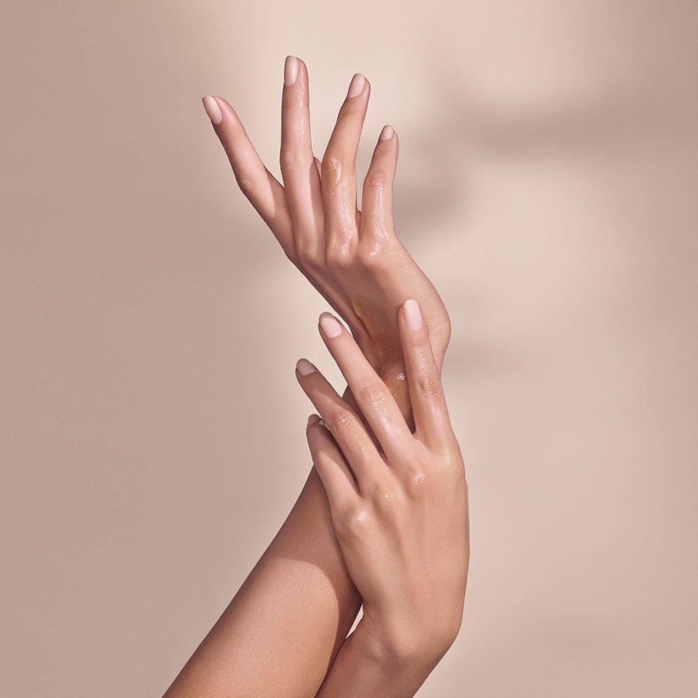 Brak pielęgnacji dłoni o złej kondycji może skutkować pojawieniem się zaczerwienieniem i swędzącymi wypryskami