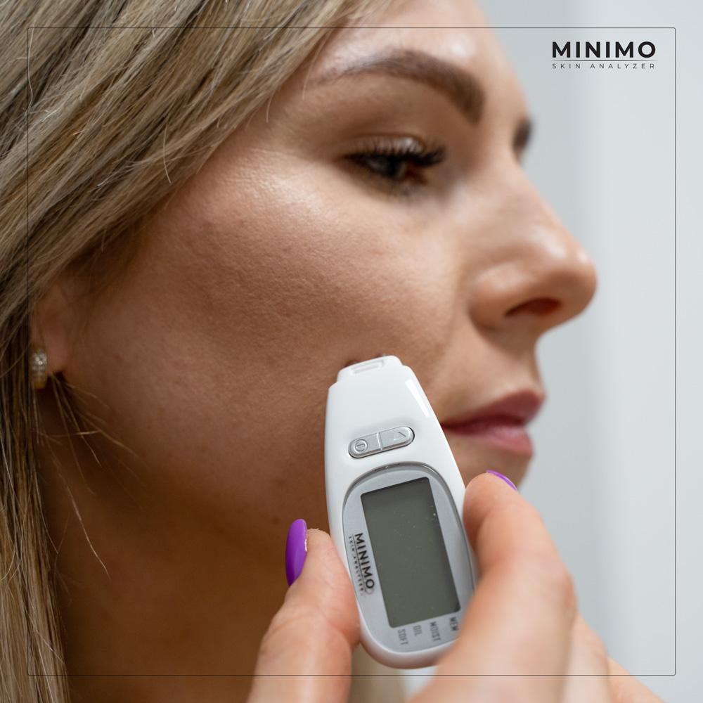 Analizator skóry należy stosować tuż po umyciu twarzy