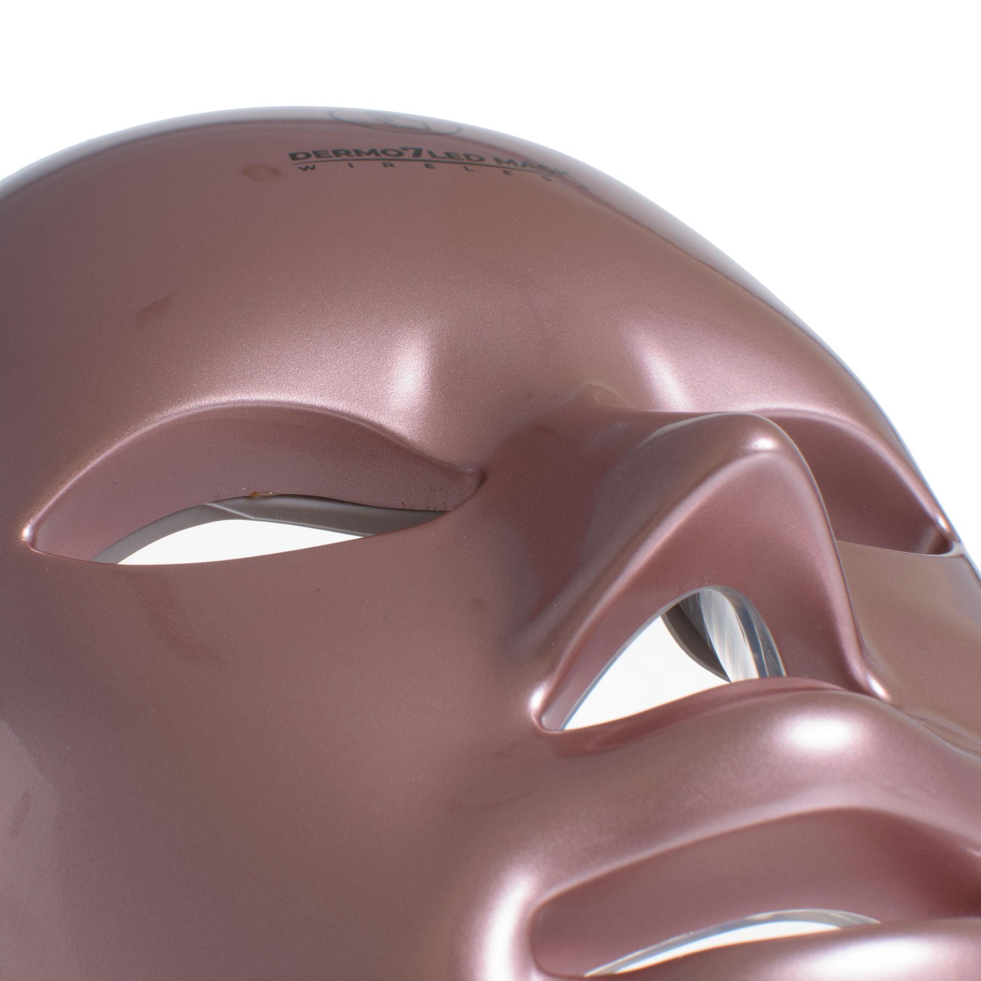 Bezprzewodowa fototerapia maską LEDOWĄ DERMO 7 LED MASK